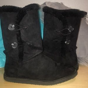 Shoes - Black boots with fur